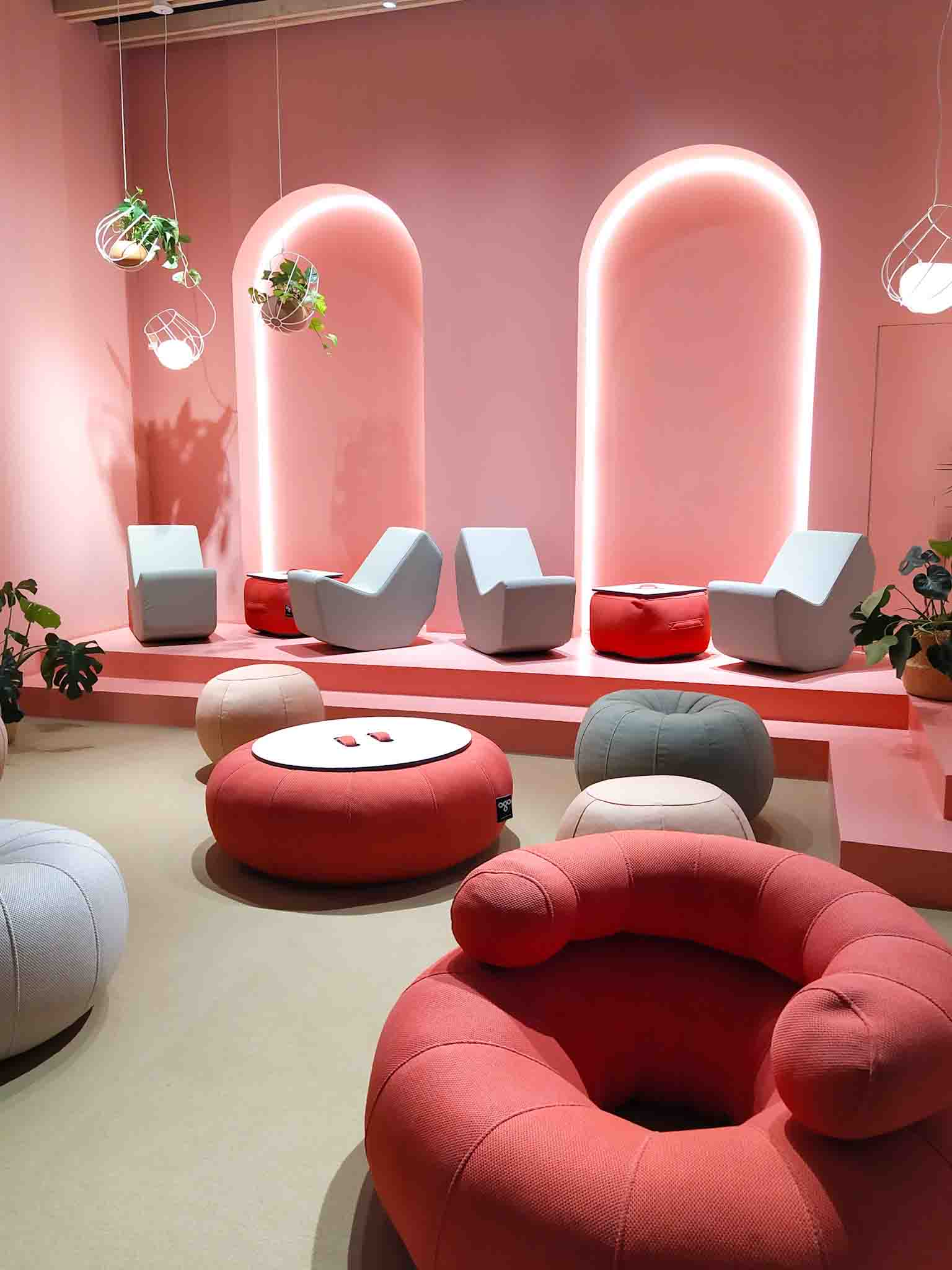 Visita de Mun interiorismo a Feria Habitat 2019 salon rosa