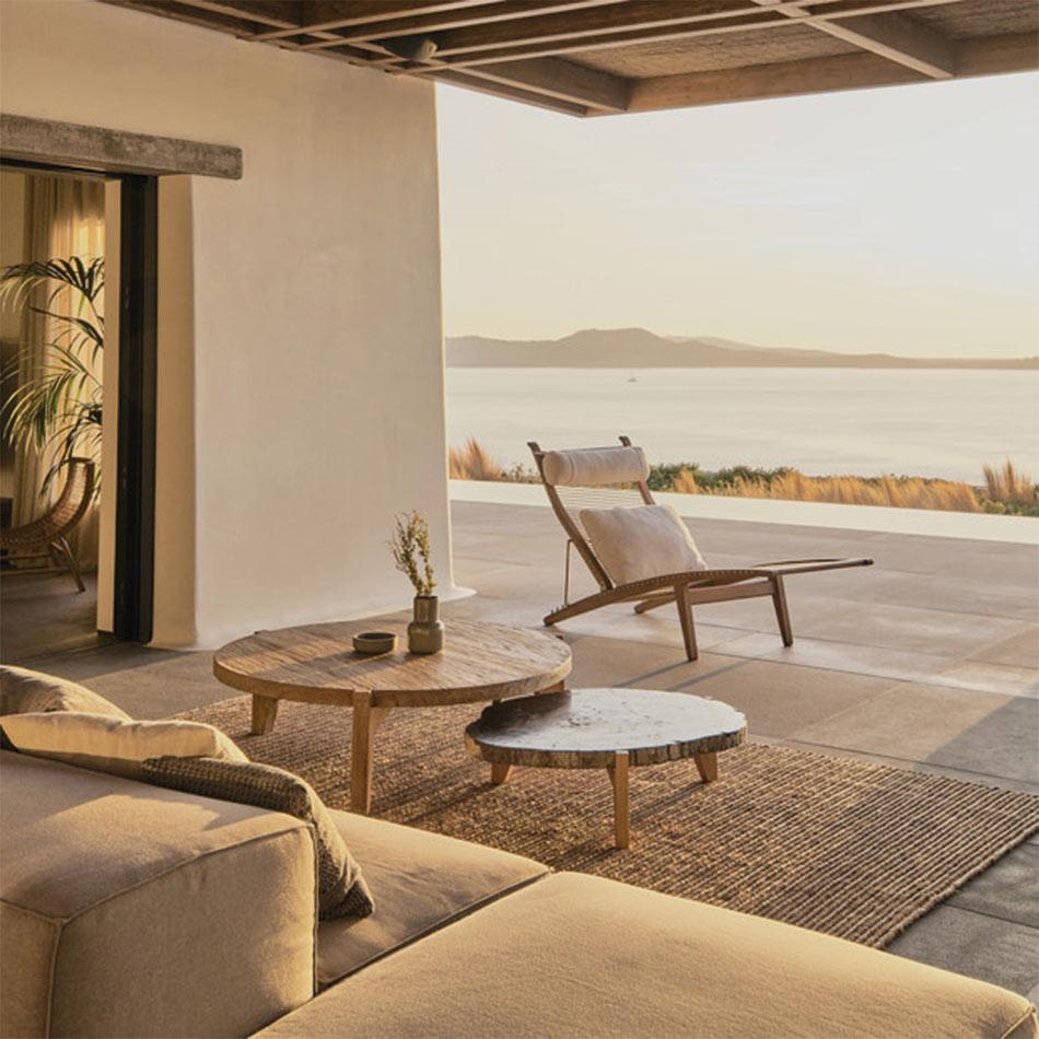 Espacio relax de exterior de inspiración escandifornian