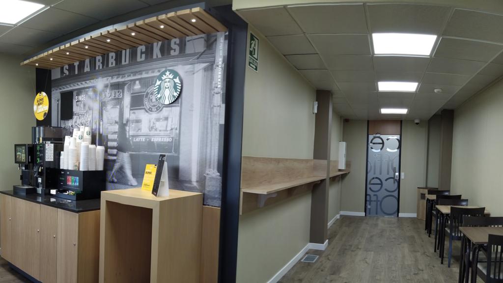 En la reforma de la cafetería se adaptaron las mesas