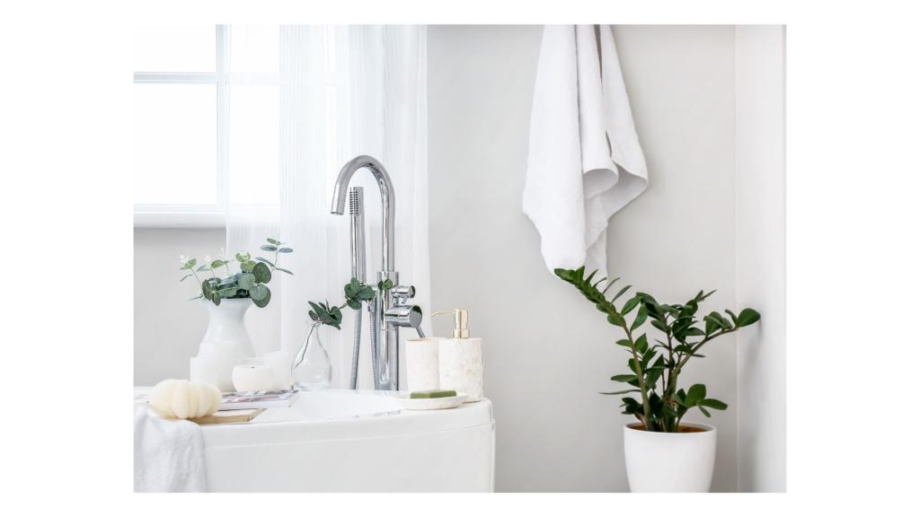 propuesta de interiorismo para reforma de baño en colores claros y luminosos